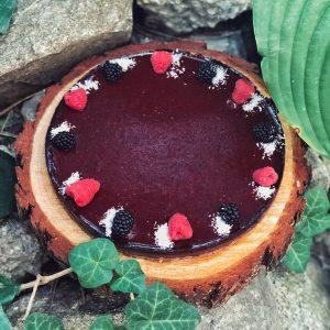 Koláč s lesným ovocím